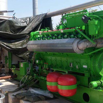 Particolare motore su impianto di cogenerazione in container, potenza 1064kW